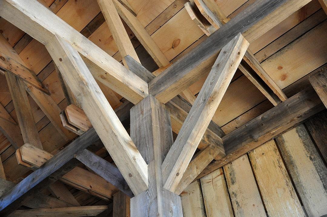 Comment faire un faux plafond dans une cage d'escalier ?